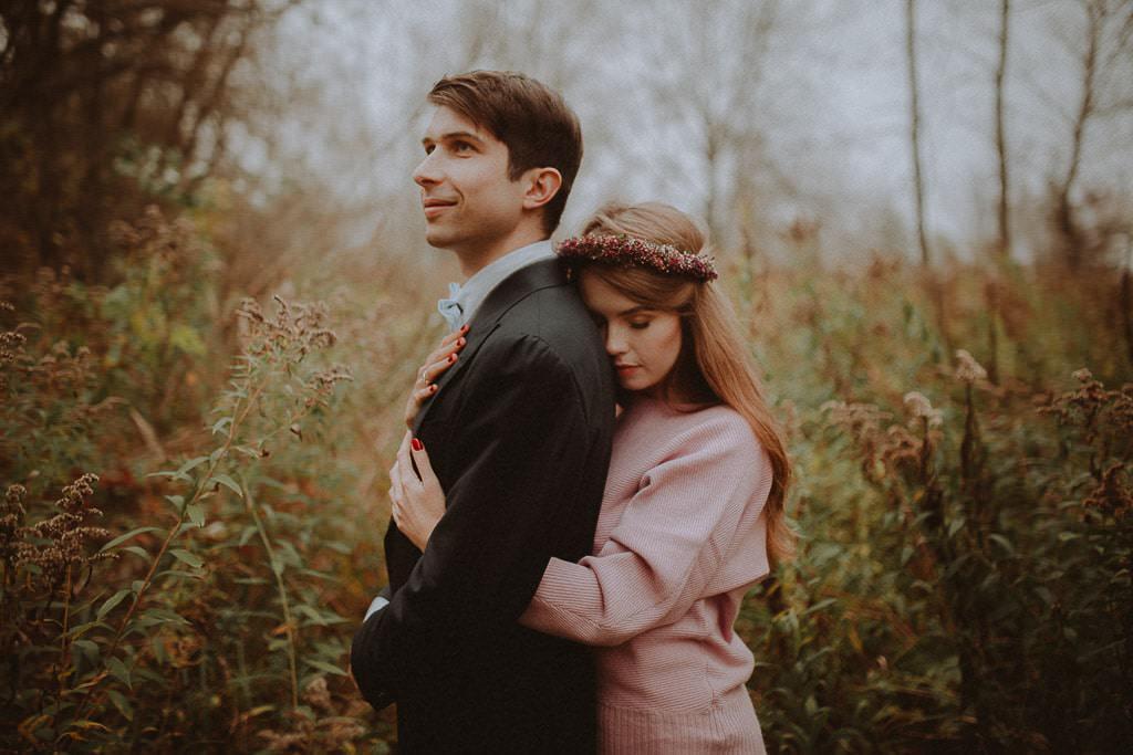 Paulina i Karol, plener jesienny w sukni Anna Kara i swetrze 10