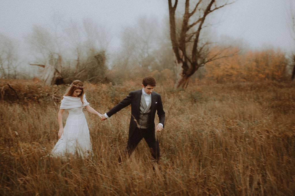 Paulina i Karol, plener jesienny w sukni Anna Kara i swetrze 13