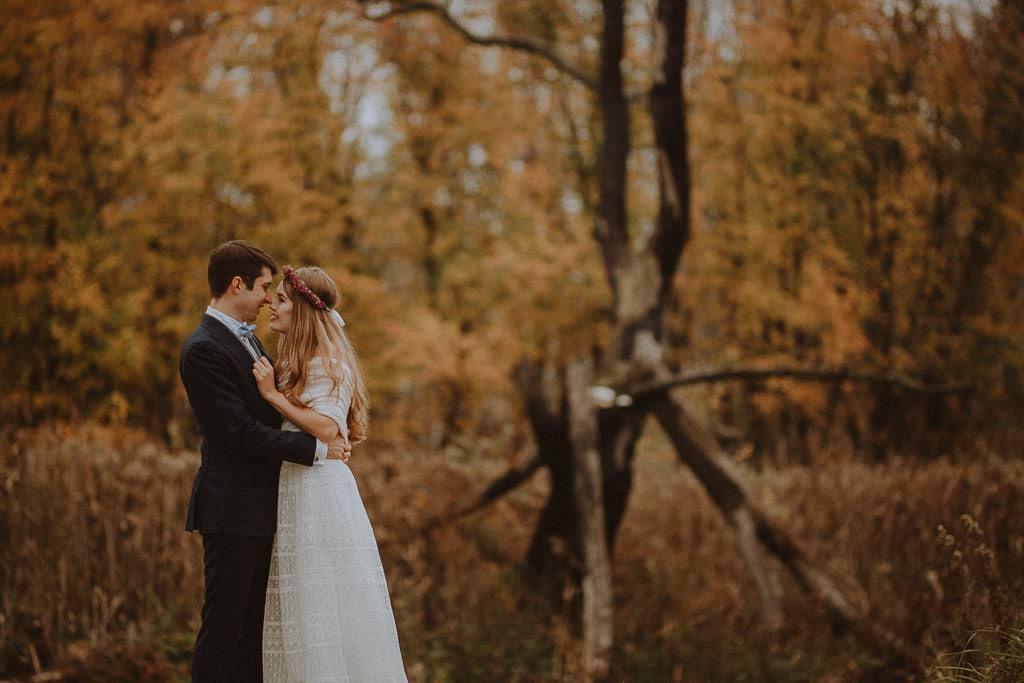 Paulina i Karol, plener jesienny w sukni Anna Kara i swetrze 16