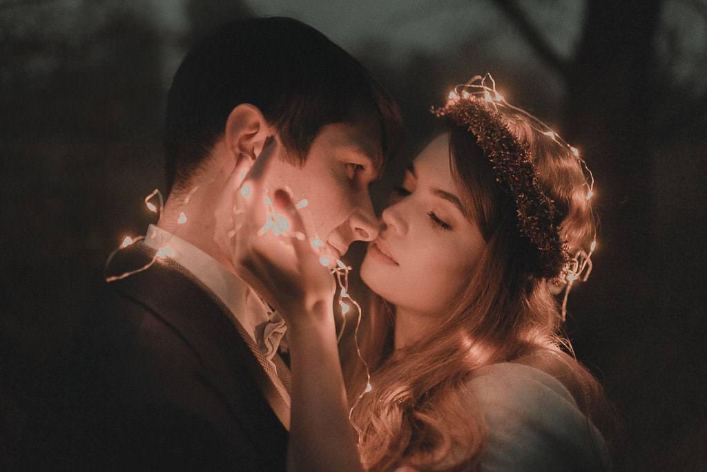 plener śluby w nocy lampki