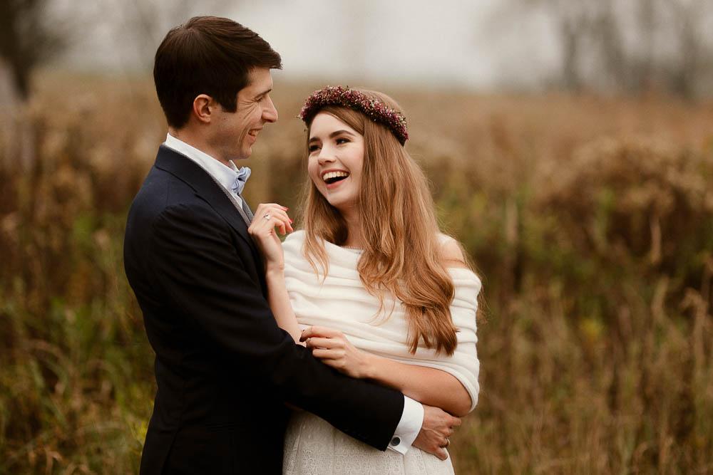 Paulina i Karol, romantyczny plener jesienny w sukni Anna Kara i swetrze 44