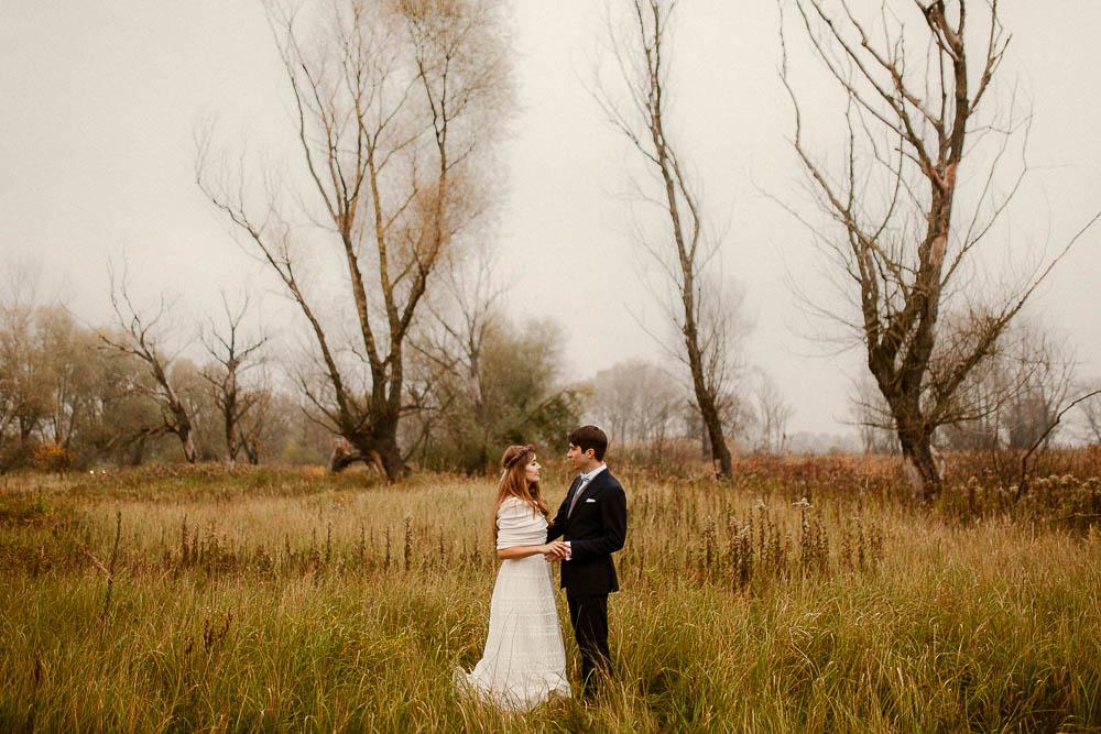 Paulina i Karol, romantyczny plener jesienny w sukni Anna Kara i swetrze 46