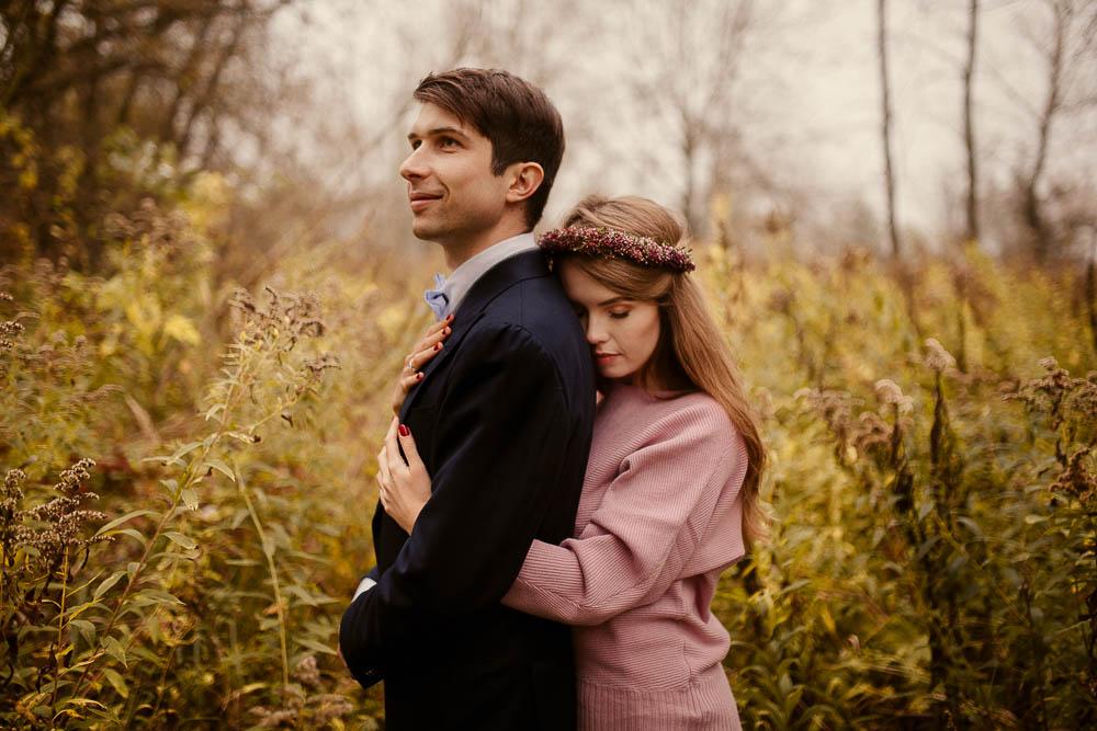 Paulina i Karol, romantyczny plener jesienny w sukni Anna Kara i swetrze 29