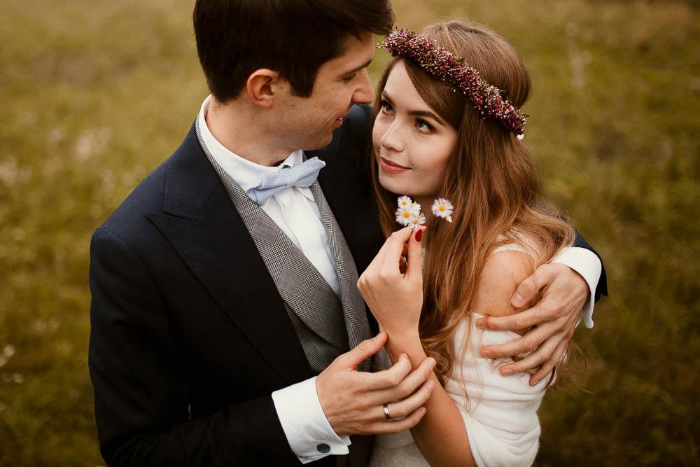 Paulina i Karol, romantyczny plener jesienny w sukni Anna Kara i swetrze 32