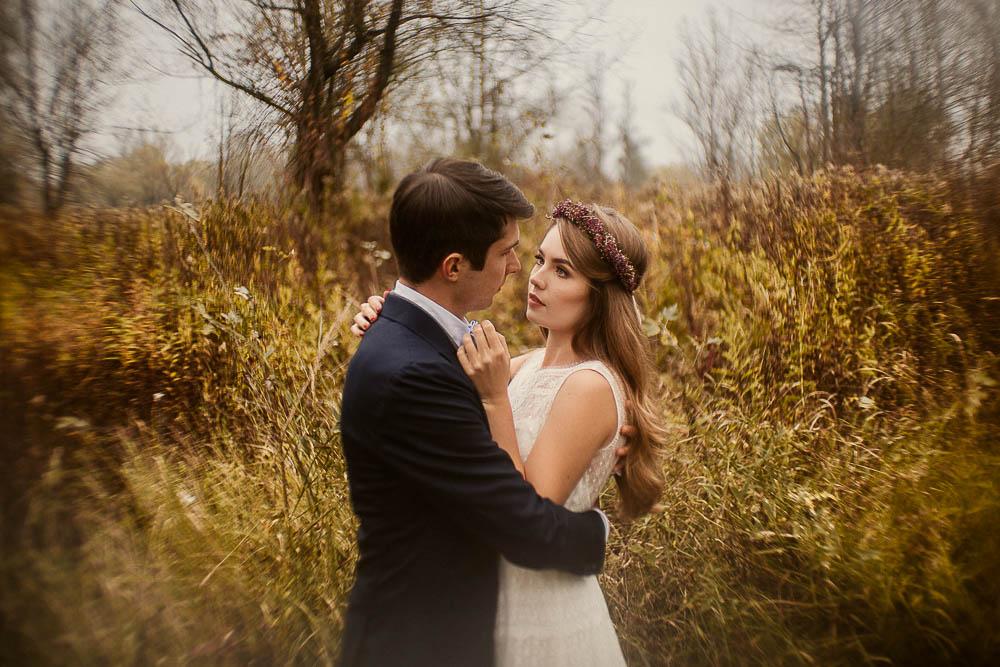 Paulina i Karol, romantyczny plener jesienny w sukni Anna Kara i swetrze 34
