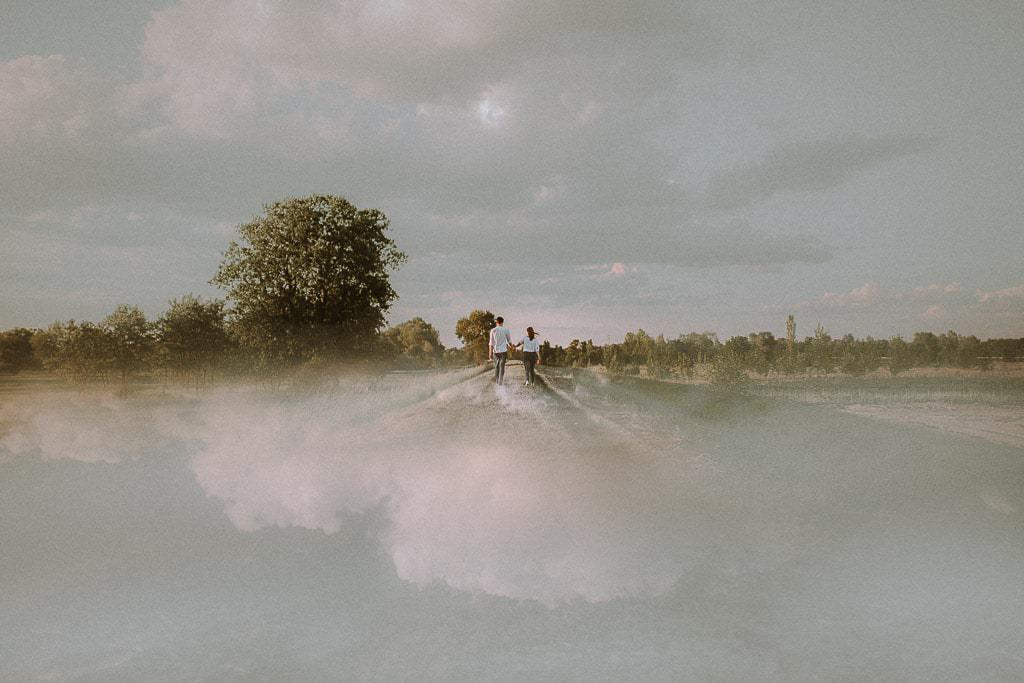 sesja narzeczeńska chmury