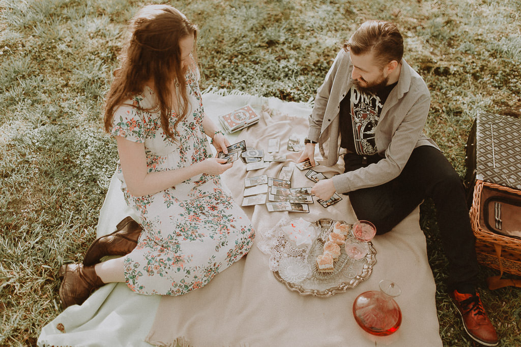 Miłosz i Natalia, sesja w sadzie, podwórzu i w wiejskiej chacie 48