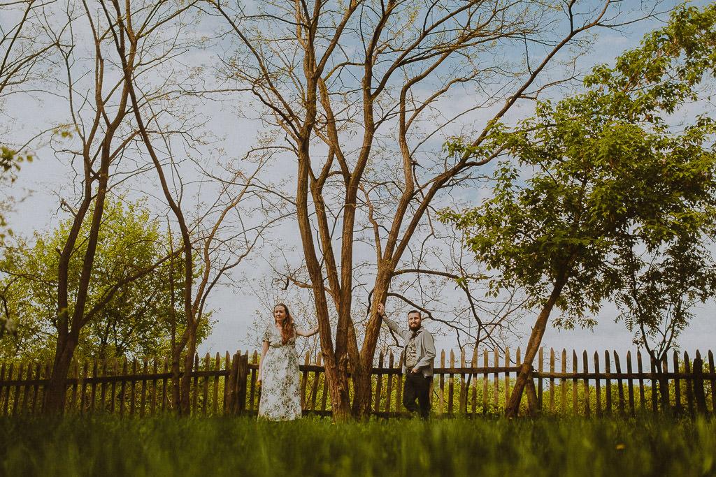 Miłosz i Natalia, sesja w sadzie, podwórzu i w wiejskiej chacie 52