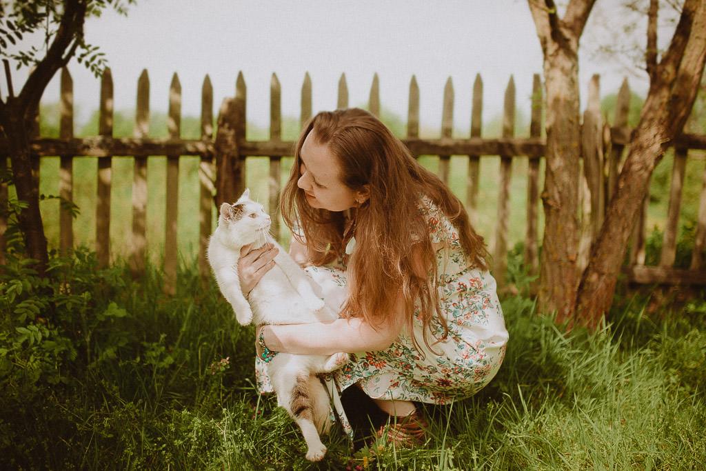 Miłosz i Natalia, sesja w sadzie, podwórzu i w wiejskiej chacie 55