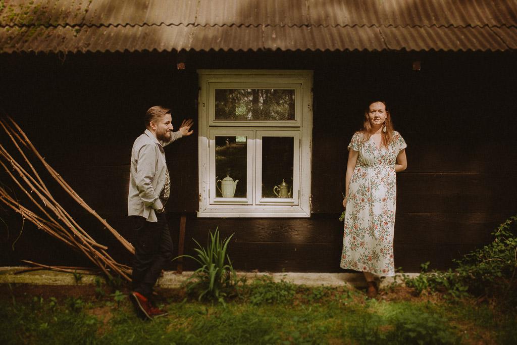 Miłosz i Natalia, sesja w sadzie, podwórzu i w wiejskiej chacie 56