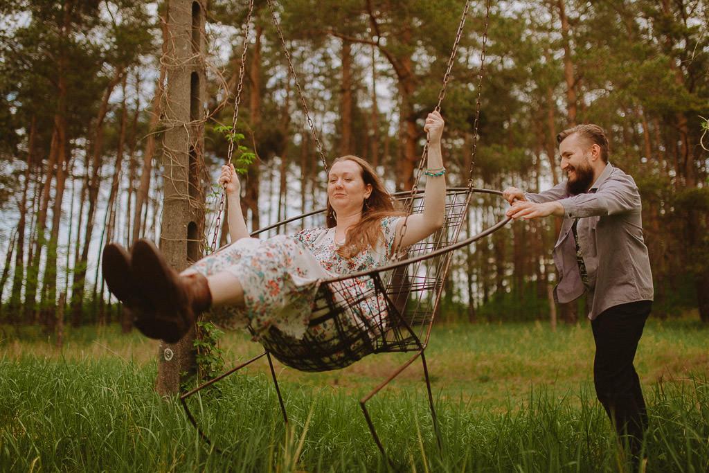 Miłosz i Natalia, sesja w sadzie, podwórzu i w wiejskiej chacie 59