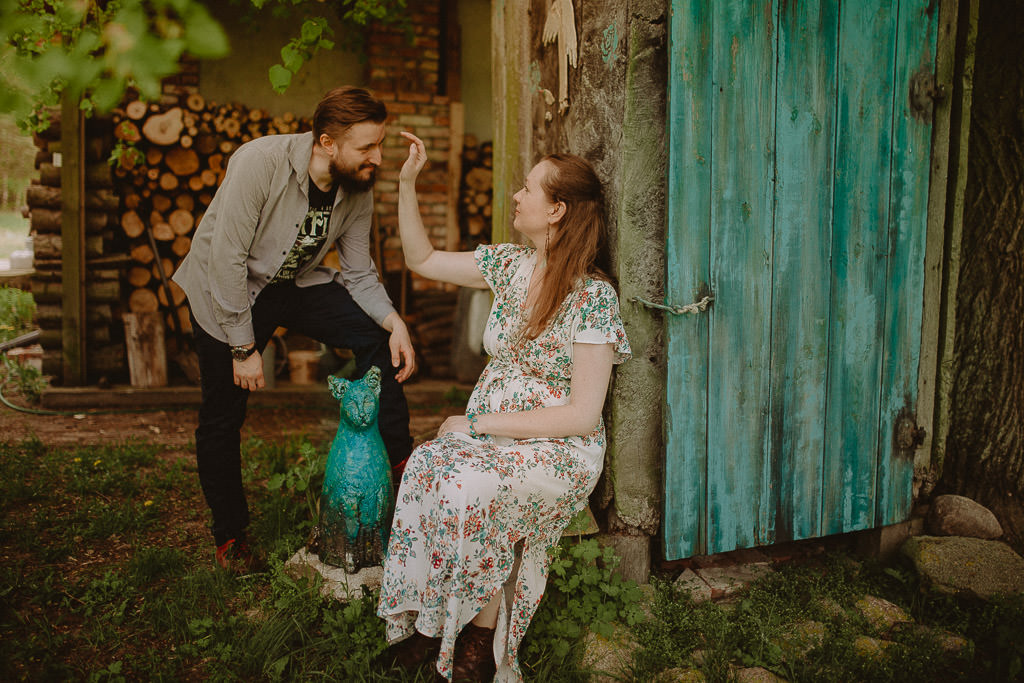 Miłosz i Natalia, sesja w sadzie, podwórzu i w wiejskiej chacie 64