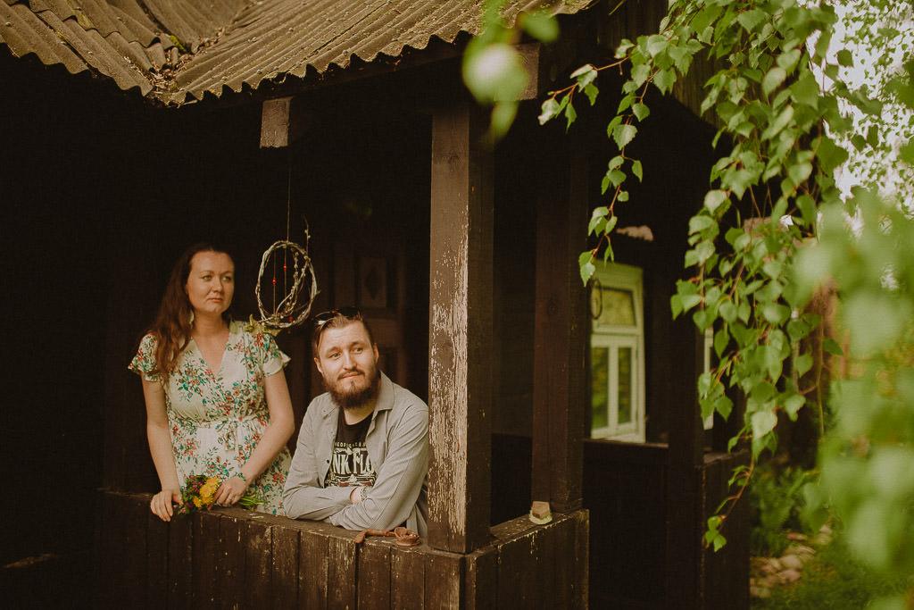 Miłosz i Natalia, sesja w sadzie, podwórzu i w wiejskiej chacie 66