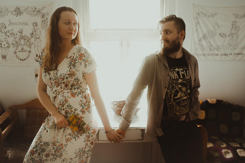 Miłosz i Natalia, sesja w sadzie, podwórzu i w wiejskiej chacie 67