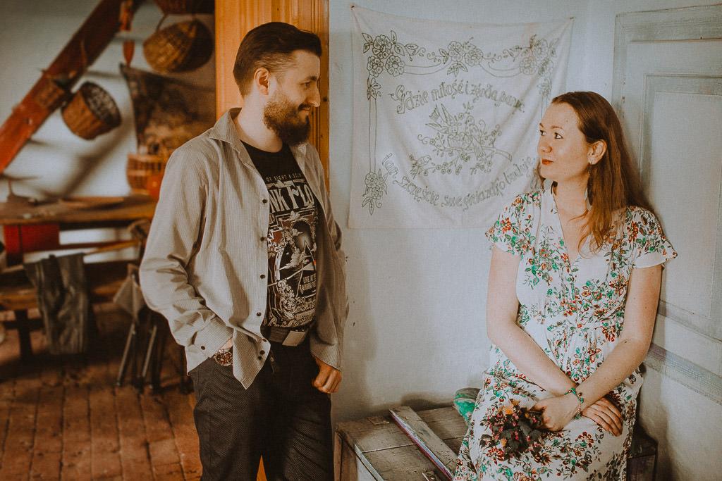 Miłosz i Natalia, sesja w sadzie, podwórzu i w wiejskiej chacie 68