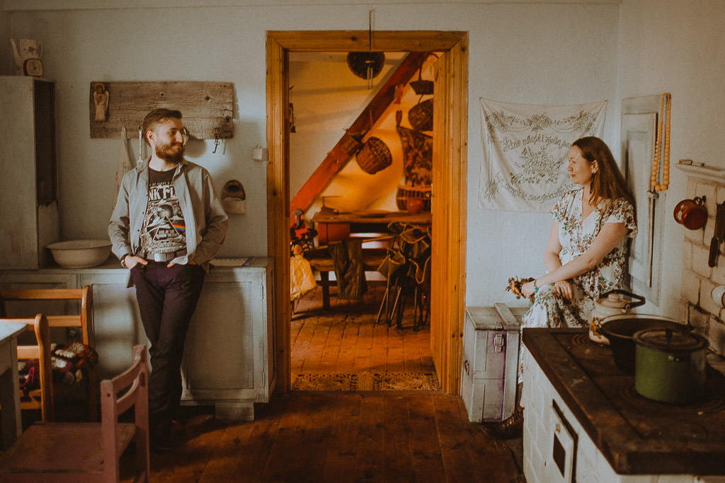 Miłosz i Natalia, sesja w sadzie, podwórzu i w wiejskiej chacie 69