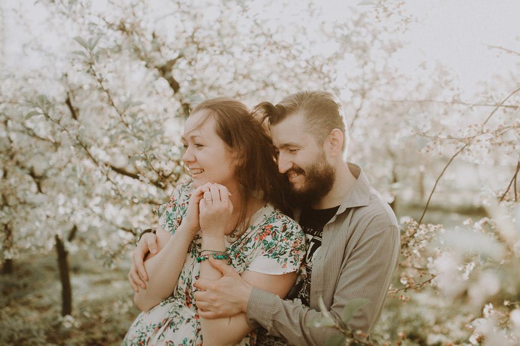 Miłosz i Natalia, sesja w sadzie, podwórzu i w wiejskiej chacie 40