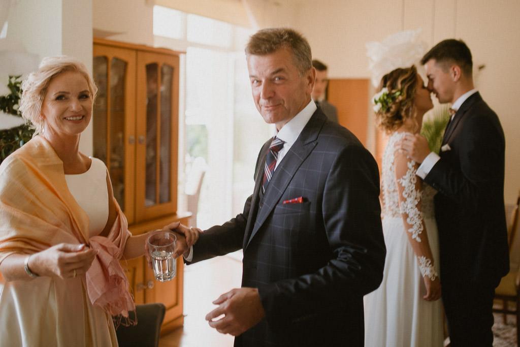 Michał + Angelika, rustykalny Ślub nad jeziorem 21