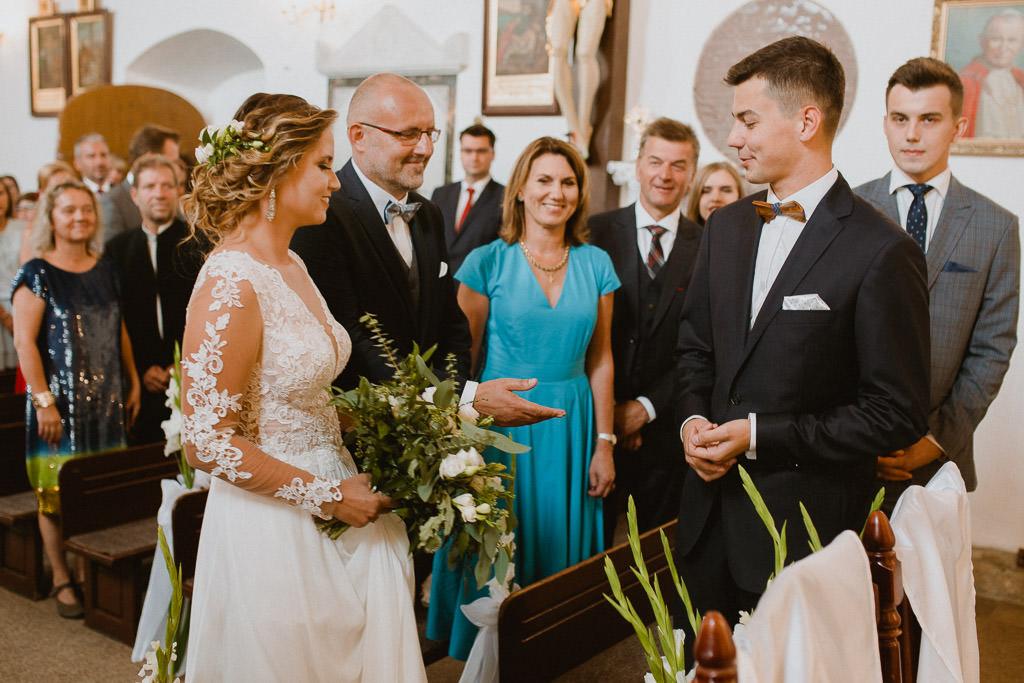 Michał + Angelika, rustykalny Ślub nad jeziorem 40